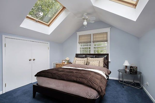 25 small master bedroom design ideas and decorating tips for Large skylights