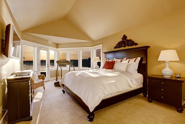 White Bedding Master Bedroom Romantic Beautiful