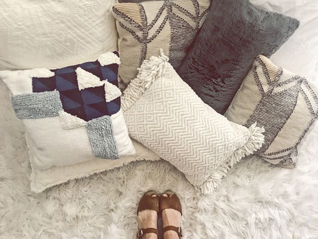 we will show you some of the best DIY throw pillow ideas that are so easy to construct and are incredibly inexpensive.